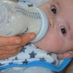 Mleko początkowe dla niemowlaka – jak je dobrać?
